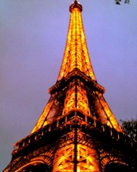 Chic took this picture of the Eiffel Tower